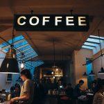 Kávové automaty umí připravit luxusní kávu jako z kavárny